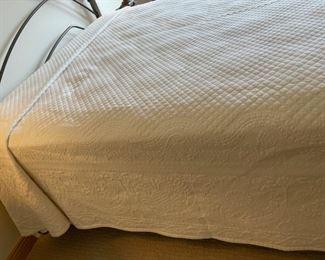 $24.00..................Queen Bedspread (S326)
