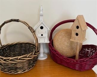 CLEARANCE !  $2.00 NOW, WAS $6.00..............Baskets and Decor (S311)