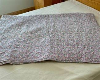 CLEARANCE!  $5.00 NOW, WAS $20.00................Hand Quilted Twin Size Bedspread (S297)