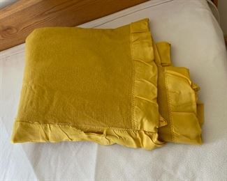 CLEARANCE !  $5.00 NOW, WAS $20.00................Faribo Wool Blanket, Queen Size, Edging tearing away (S295)