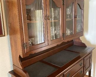 Super nice china cabinet/sideboard!