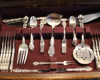 Drawer of serving pieces under the main set (all sells together)