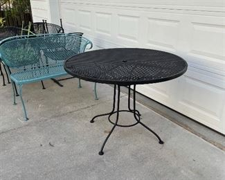 SEVERAL OUTDOOR FURNITURE PIECES