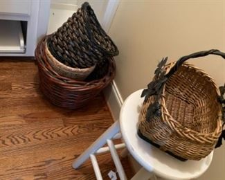 BASKETS AND ACCESSORIES