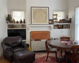 GREAT HAVERTY'S LEATHER CHAIR AND OTTOMAN.  SWEET RESTYLED VINTAGE TRUNK IN GREY. ANTIQUE BOOKS AND VERY NICE LARGE RUG.