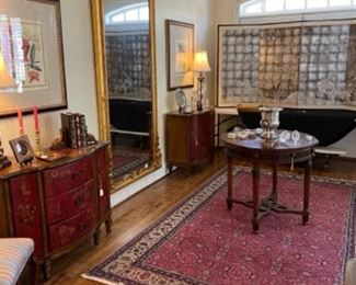 BEAUTIFUL RUGS AND DECOR. ALL ITEMS IN THIS HOME ARE LIKE NEW.