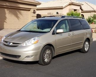 2009 Toyota Sienna XLE with leather and moon roof!