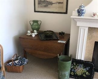 Pine gate leg table, tole trays, baskets,