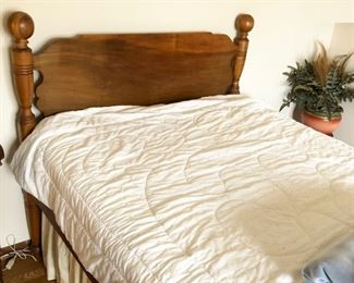 Antique Cannonball Full-Size / Standard-Size Bed