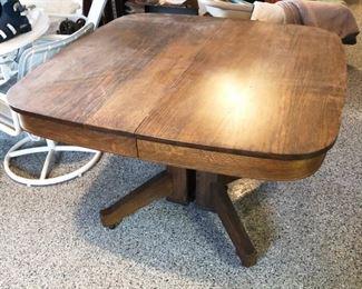 c1900 Tilt-Top Pedestal Oak Table with one leaf