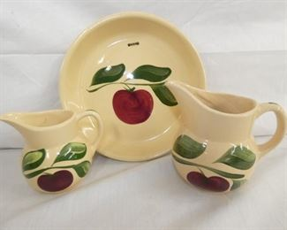 WATT POTTERY APPLE PATTERN