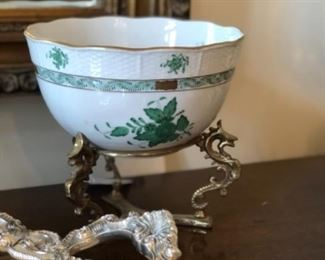 Porcelain bowl on brass stand