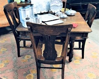Oak Table with Leaves and 4 Chairs