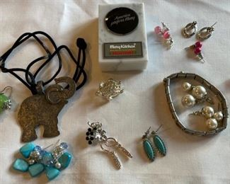 REDUCED!  $7.50 NOW, WAS $10.00................Costume Jewelry (C203)