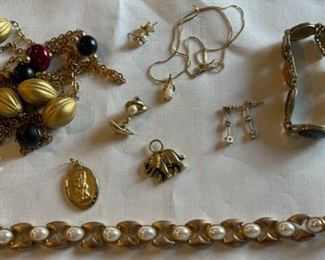 CLEARANCE !  $3.00 NOW, WAS $10.00....................Costume Jewelry (C201)