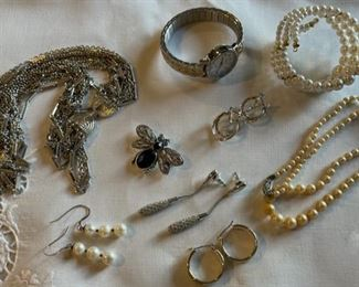 CLEARANCE !  $3.00 NOW, WAS $10.00.................Costume Jewelry (C198)