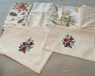 HALF OFF!  $7.00 NOW, WAS $14.00..................Linens, Tablecloths and Napkins (C173)F