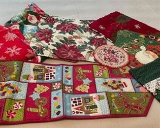CLEARANCE !  $3.00 NOW, WAS $10.00...................Christmas Linens (C170)