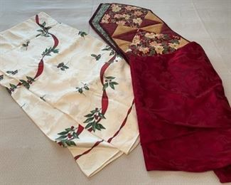 CLEARANCE !  $2.00 NOW, WAS $10.00....................Christmas Linens (C171)