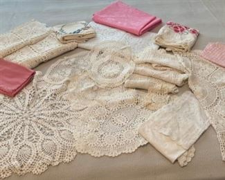 CLEARANCE !  $3.00 NOW, WAS $12.00....................Misc Linens and Doilies (C168)