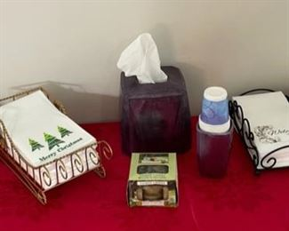CLEARANCE !  $4.00 NOW, WAS $14.00..................Lilian Vernon Hand Towels, Holders and more (C132)