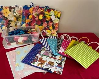 CLEARANCE !  $2.00 NOW, WAS $8.00.............Lot of Gift Bags (C129)