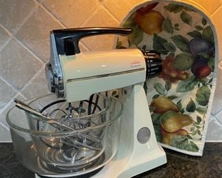 $25.00.................Sunbeam Mixer and mixer cover (C039)