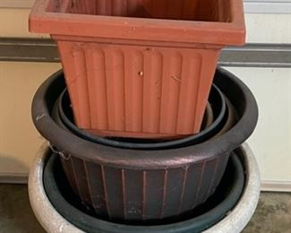 HALF OFF!  $6.00 NOW, WAS $12.00.................Plastic Flower Pots (C005)
