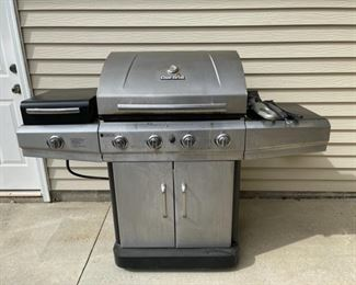 HALF OFF!  $40.00 NOW, WAS $80.00......................Char Broil Grill (C002)
