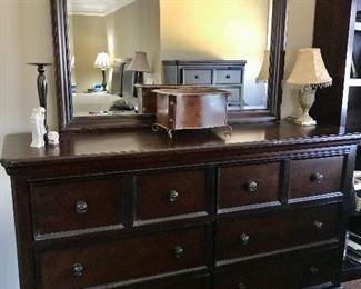 Dresser / Mirror