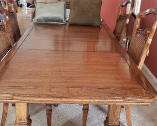 Large Dining table w/8 chairs
