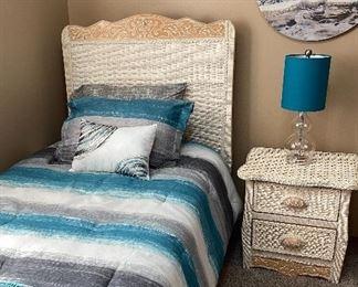 Precious twin bed set w/night stand