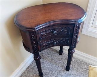 "BEAN SHAPED ORNATE WOODEN SIDE TABLE 22""L x 13""D x 29""H"