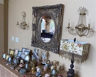 BEAUTIFUL HOME DECORATIONS AND PICTURE FRAMES / COLLECTIBLES