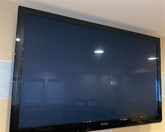 PANASONIC FLAT SCREEN TV WITH 3D GLASSES