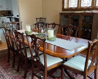 Dining set w/ 8 chairs