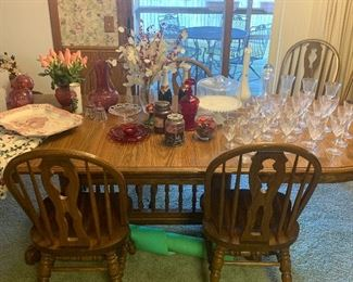 Cochrane Furniture, NC  Oak dining table with 6 chairs, 4 leaves and table pad.