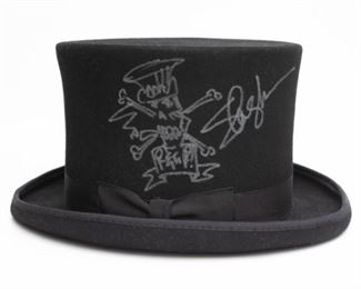 Slash signed top hat. Client reserves right to accept any bid at any time above the reserve price of $595.  Click the 'BUY NOW' button to email us at info@vintagebayestatesales.com or call us at 615-971-1254 to make an offer or to purchase over the phone.