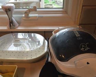 Small kitchen appliances.