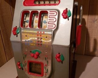 AUTHENTIC 1940s  MILLS SLOT MACHINE