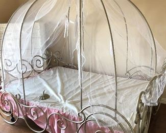 Disney Collection Cinderella Carriage Full Bed with Canopy