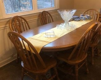 Oak table with 2 leafs