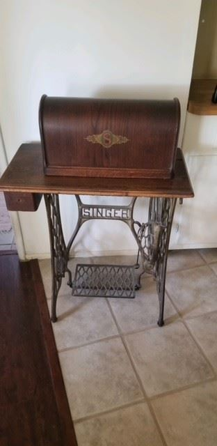 1920/30's Singer Sewing with wood cover $550