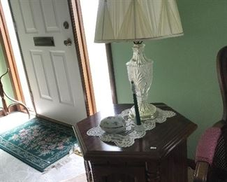 Pair of glass table lamps, end tables, coffee table in very good condition