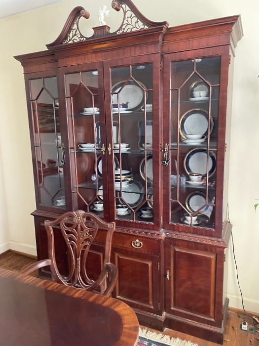 . . . this piece is gorgeous -- the Duncan Phyfe china cabinet to complete this dining set!