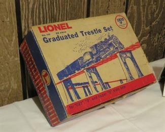 Lionel model trestle set