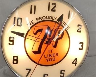 15IN LIGHTED 7UP CLOCK