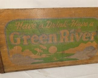 WOODEN GREEN RIVER CRATE