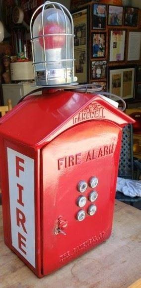 FIRE ALARM PULL BOX W/ LIGHT
