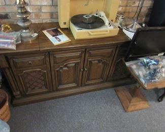 Beautiful Magnavox Mid-Century Stereo with  Record changer AND an eight-track player. Needs a little TLC.